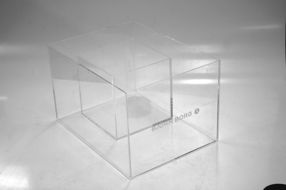 Akryylilaatikko tai akryliikuutio on oivallinen valinta esillepanoon